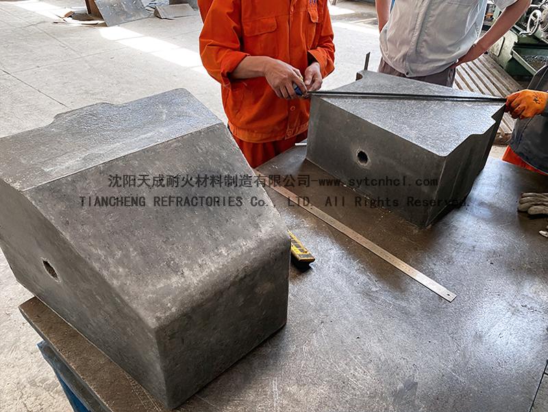 出口韩国加热炉用莫来石出钢槽耐火预制件